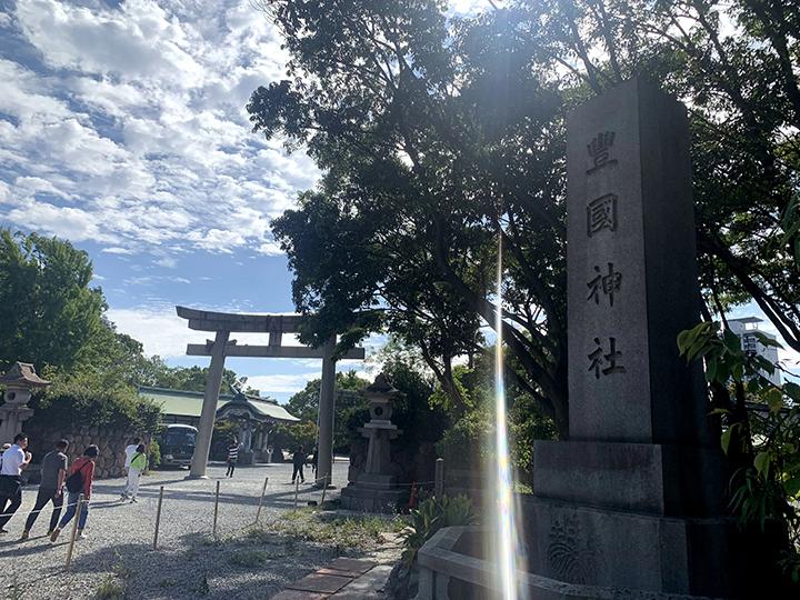 豊國神社の石の看板